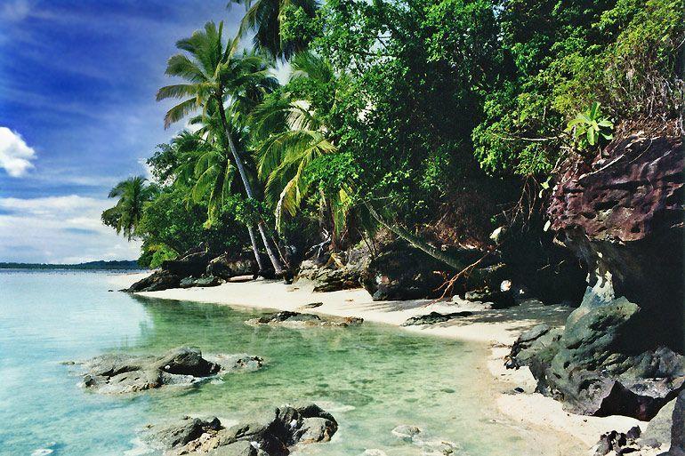 Pantai di pulau Robin Crusoe