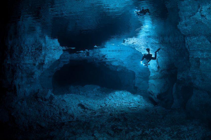 Pemandangan di sungai bawah air