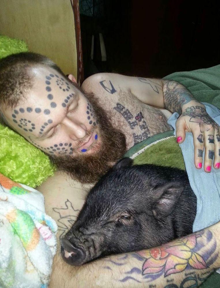 Tidur sama babi