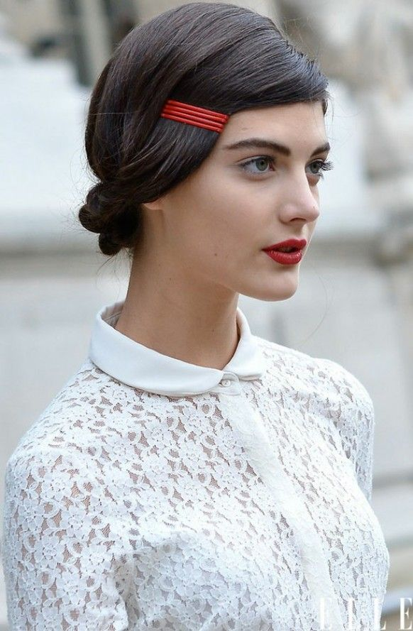 Jepit rambut menyala + low knot