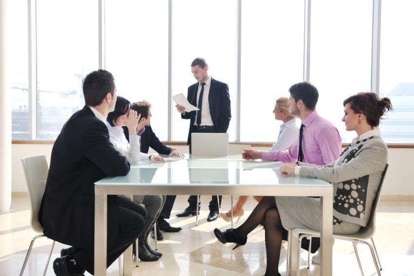 pantau perkembangan perusahaan