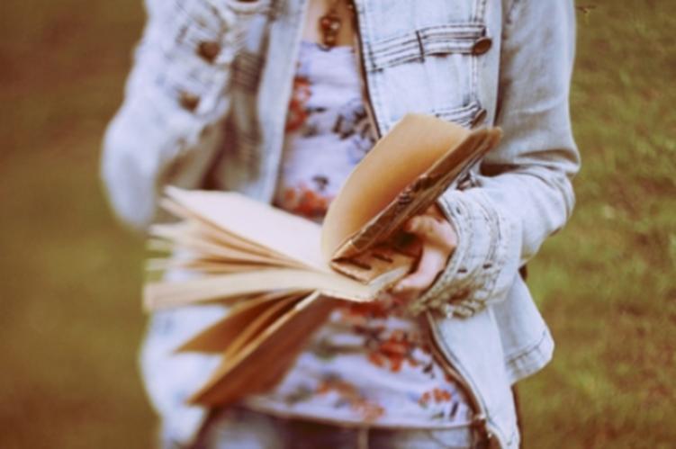 Buku membuatnya bisa mengakrabi sepi
