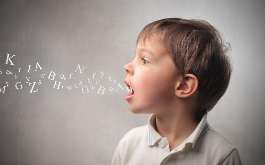 anak kecil mudah menyesuaikan berbagai bahasa kok