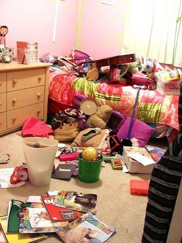 Meski kamarnya bisa jadi lebih berantakan, dia paham betul di mana kamu menaruh benda-bendamu. Via http://amylovessleep.files.wordpress.com