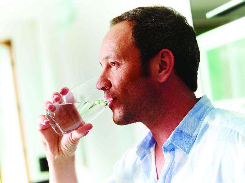 minum air putih untuk menunjang diet