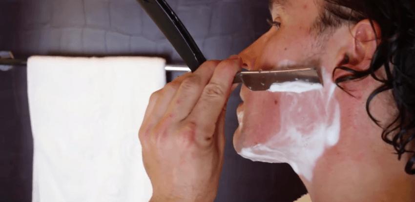 Bercukur dengan pisau