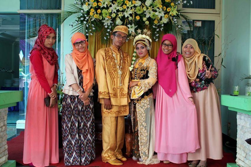 Mengahdiri acara pernikahan akan jadi kegiatan rutin