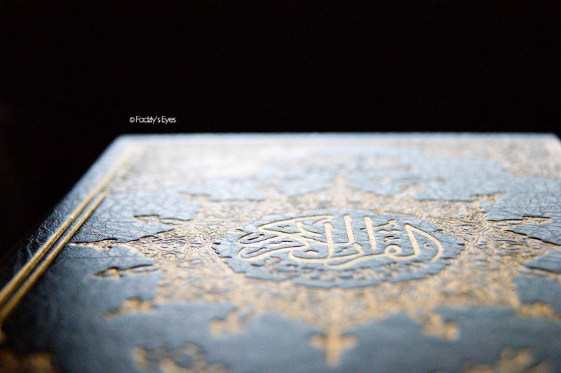 RAjin ibadah dan baca kitab suci