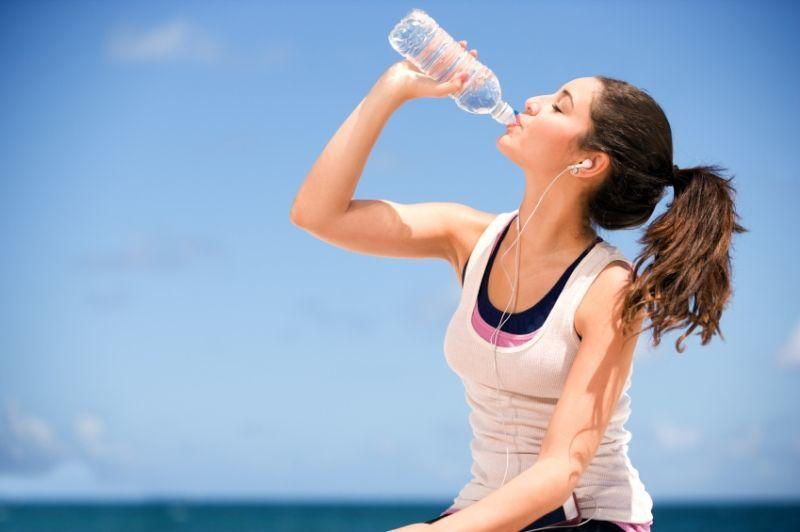 biasakan minum air putih