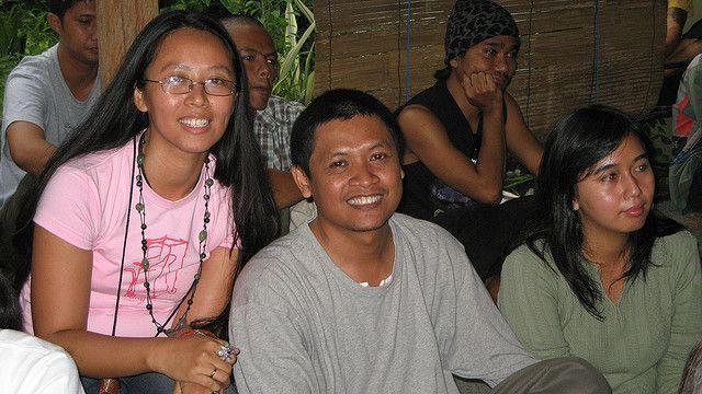 T.S Pinang (tengah) kritikus keras yang membuat Bara makin giat menulis