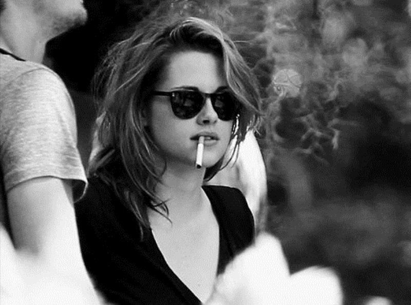 Kristen Stewart seorang perokok. Apakah dia terlihat liar dan nakal?