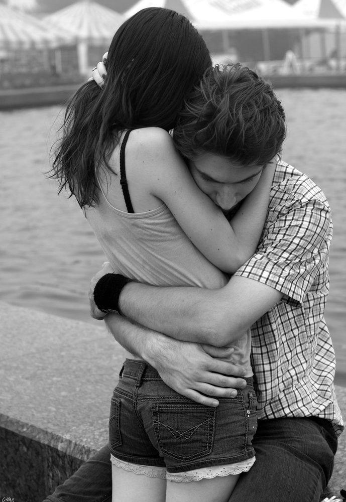 Фото брюнетки целуются 1 фотография