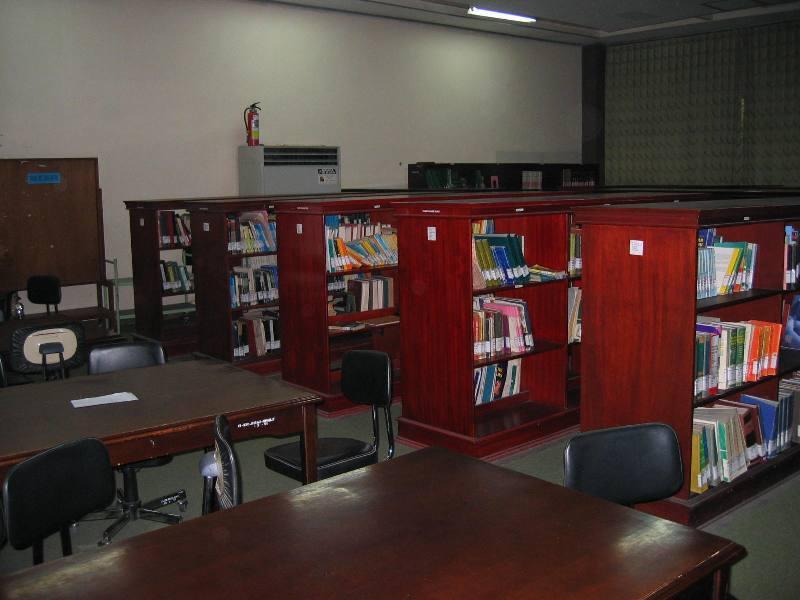 menganggap perpustakaan membosankan