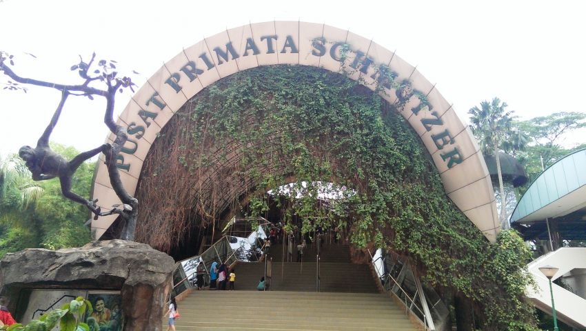 Gerbang masuk Pusat primata Schmutzer