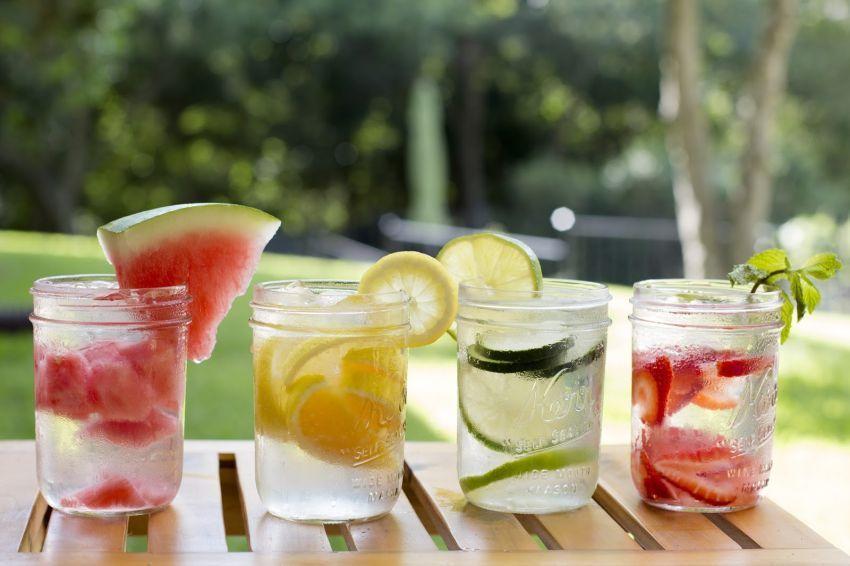 Kalau bosan dengan rasa tawar, coba infused water
