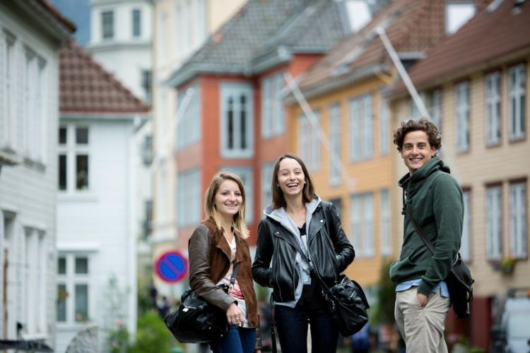 Mahasiswa bahagia dunia akhirat