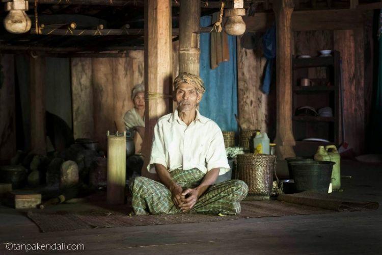 Pak Rofinus yang menyambut kami di Mbaru Tembong(rumah utama)