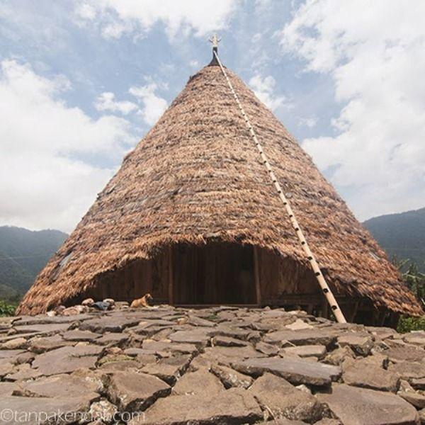 Rumah adat tradisional Waerebo