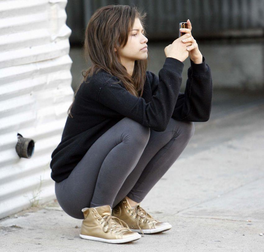Waktu baru jadian, SMS-an sepanjang hari itu wajib hukumnya