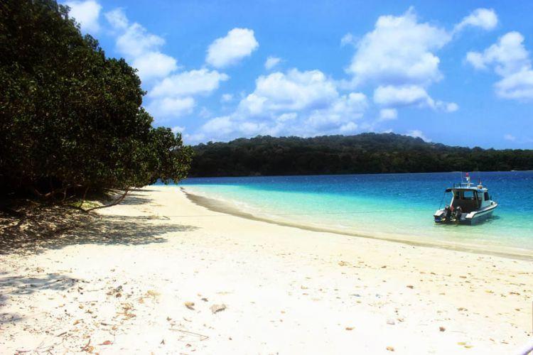Pulau Peucang: Keindahan murah yang gak murahan