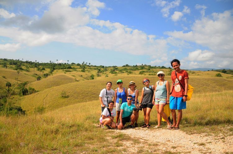 Medan trekking di Pulau Rinca (Kredit Foto: Ransel Kecil)