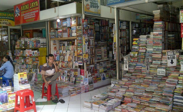 Tumpukan buku di Shopping Centre