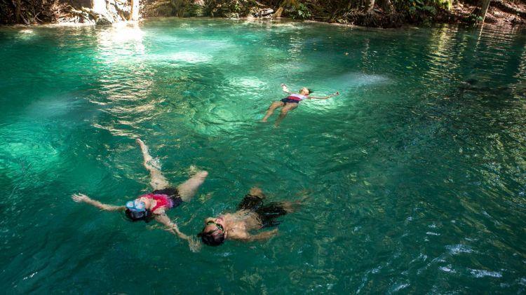 Jelajahi keindahan Pulau Moyo bersama