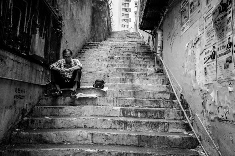 Bangkit dan titi kembali tangga tersebut