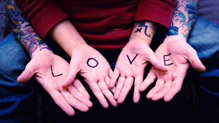 Cinta yang indah adalah cinta yang saling melengkapi