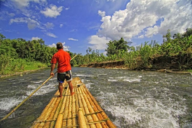 Menyusuri Sungai Loksado.