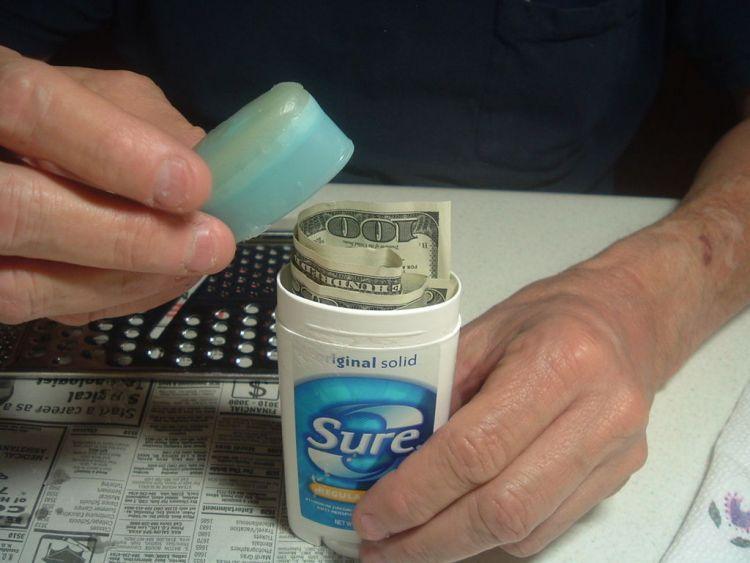 Simpan uang cadangan di tempat terpisah