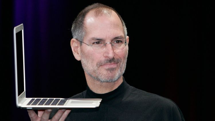 Steve Jobs dan Macbook, salah satu produk buatannya