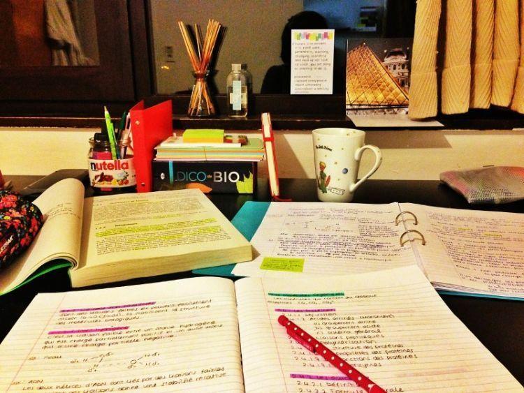 siapkan segala buku diktat dan catatan