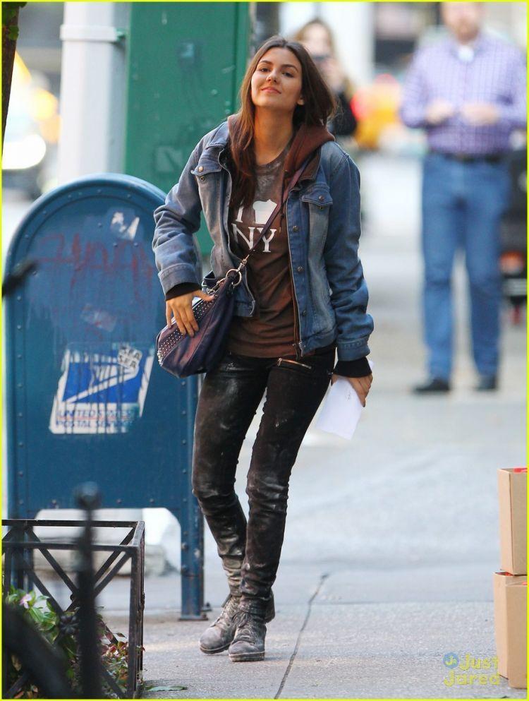 Dengan jaket jeans gayamu makin keren
