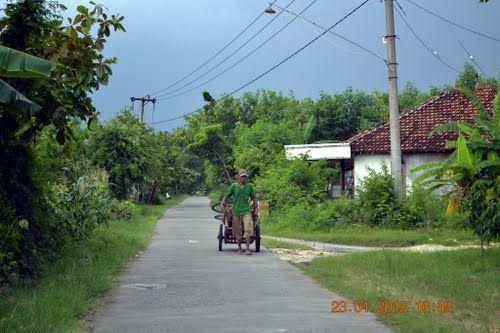 Jalanan desa yang lengang