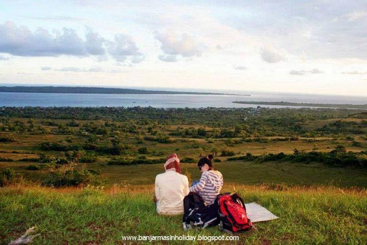 Pemandangan Tomia dari Bukit Kahyangan.