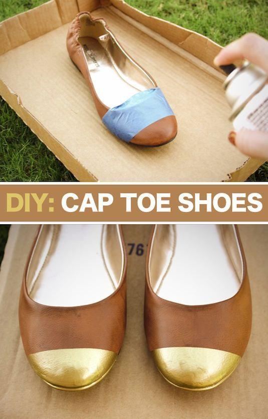 Kamu bosan dengan sepatu flat polos tanpa hiasan  Sekarang kamu bisa  membuatnya terlihat jadi lebih mewah dengan cat semprot berwarna emas. df8b41bfdd
