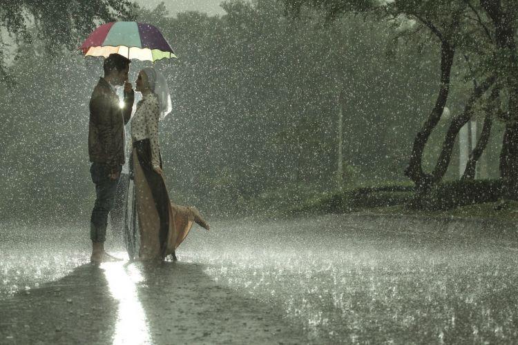 HUjan makin bikin kamu romantis
