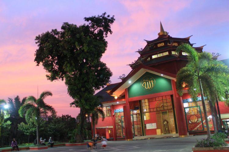 Mari menyejukkan hati di Masjid Cheng Ho via bocahpetualang.com