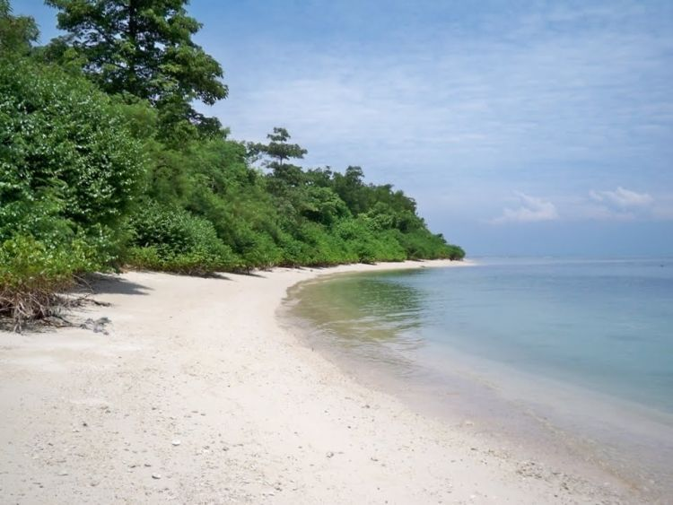 Hamparan pasir putih pulau panjang