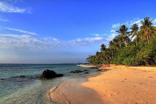 Akhiri petualanganmu di pantai Teluk Awur