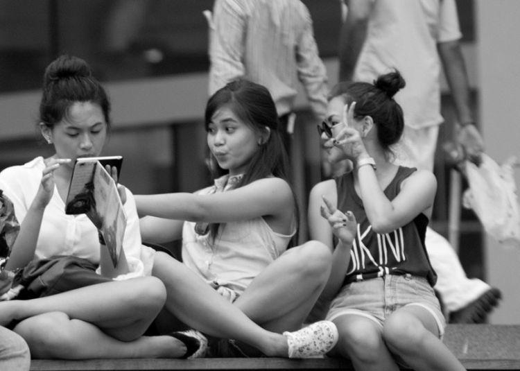 anak-anak pakai smartphone