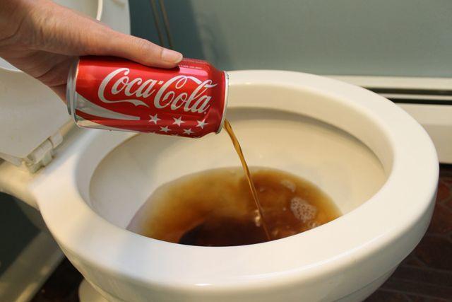 Cola untuk membersihkan closet