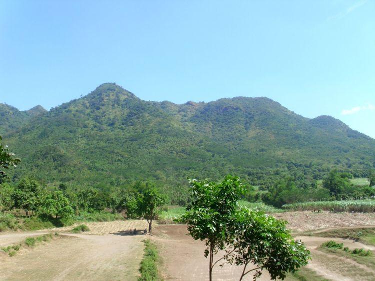 Gunung Klothok yang mirip wajah manusia