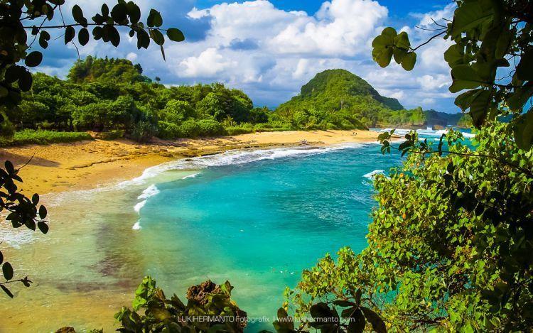 Pantai Gua Cina / Foto: Luki Hermanto