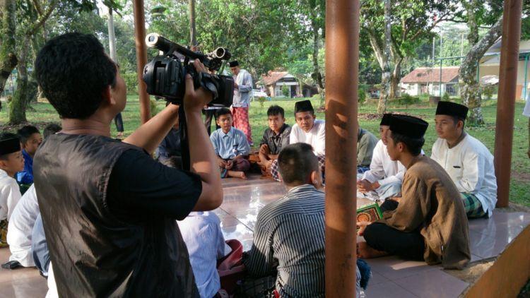 Memperdalam ajaran agama