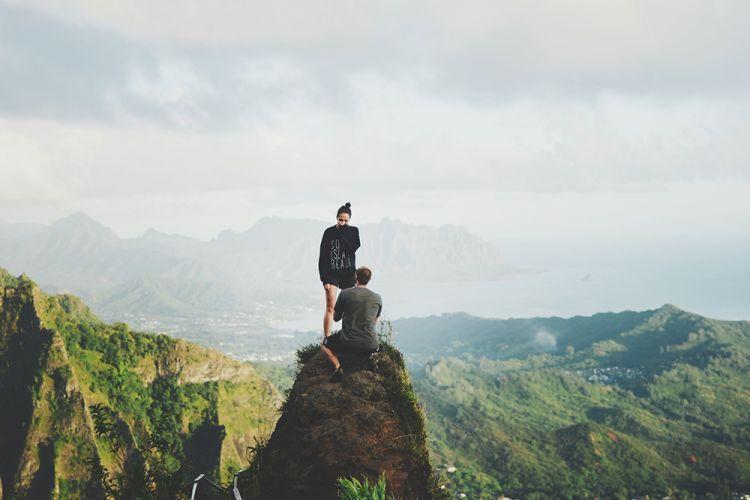Melamar di puncak gunung