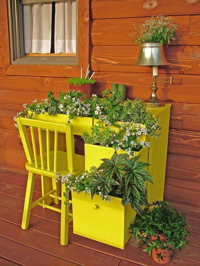 Lemari bekas juga bisa dijadikan untuk kebun