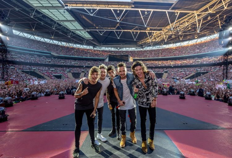 One Direction juga sering kok manggung di stadion