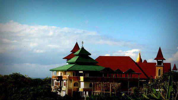 Tempat ibadah 5 agama dalam satu tempat
